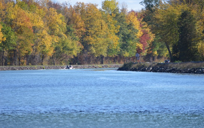 101916_autumn-boat-ride-on-the-canal