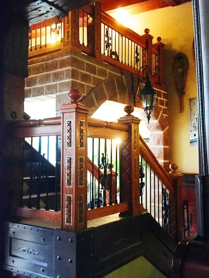 011117_celtic-pub-staircase