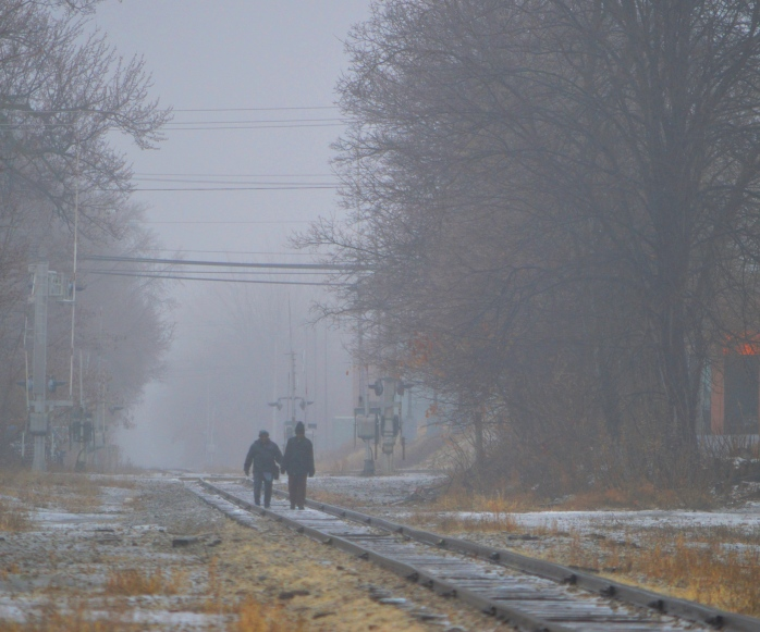 021217_foggy-walk-on-the-tracks